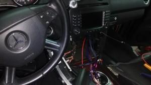 Mercedes ML - początek pracy nad wymianą radia fabrycznego na stację multimedialną.